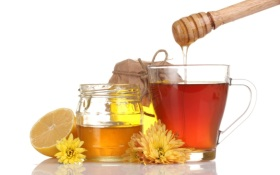 11 bigstock-honey-lemon-and-a-cup-of-tea--31917989